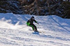 Skiër bij de toevlucht van de bergenski Slechte Gastein - Oostenrijk Royalty-vrije Stock Afbeeldingen