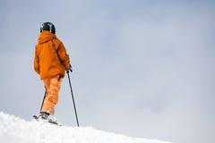 Skiër bovenop de berg Royalty-vrije Stock Foto's