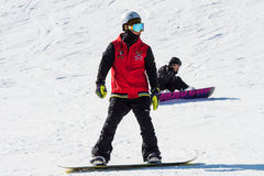 Skiër die op Deogyusan Ski Resort ski?t Stock Afbeeldingen