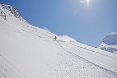 Skiër in diep poeder, extreme freeride Stock Foto