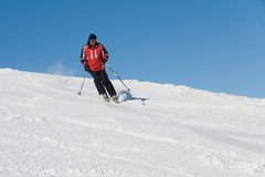 Skiër op de helling Stock Foto