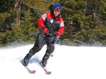 Skiër op een helling Stock Foto