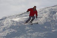 Skiër in rood Royalty-vrije Stock Afbeelding