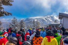 Skiërs die op Ski Lift wachten royalty-vrije stock fotografie
