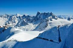 Skiërs die voor Vallee Blanche leiden Royalty-vrije Stock Afbeeldingen