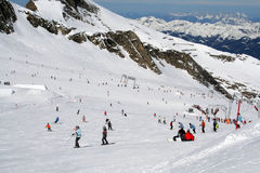 Skiërs in Oostenrijkse Alpen Royalty-vrije Stock Fotografie