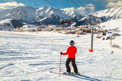 Skiërs op de helling in Franse Alpen, Alpe D Huez Royalty-vrije Stock Afbeelding