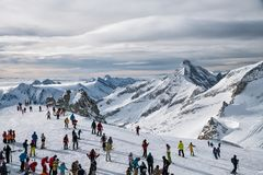 Skiërs op de Hintertux-Gletsjer Royalty-vrije Stock Fotografie