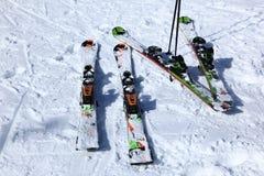 Ski auf Schnee Lizenzfreies Stockfoto