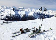 Ski auf Schnee Stockbilder