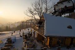 Ski-Aufzug und Hütte Lizenzfreie Stockbilder
