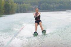 Ski d'eau de femme de portrait photographie stock