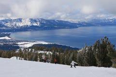 Ski d'enfant en descendant dans Lake Tahoe Photographie stock