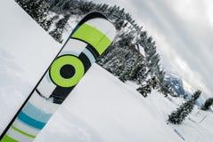 Ski dans la neige Photo libre de droits