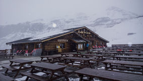 ski de chalet Photographie stock libre de droits