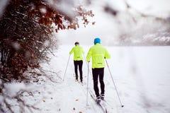 Ski de fond de couples supérieurs Photos libres de droits