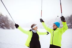 Ski de fond de couples supérieurs Image stock