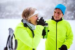 Ski de fond de couples supérieurs Photo libre de droits