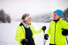 Ski de fond de couples supérieurs Image libre de droits