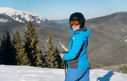 Ski de skieur dans les montagnes Photo libre de droits