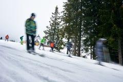 Ski de touristes de mouvement photo stock