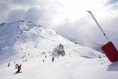 Ski die in de Alpen in werking wordt gesteld Royalty-vrije Stock Foto