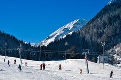 Ski die met mensen in werking wordt gesteld Royalty-vrije Stock Foto