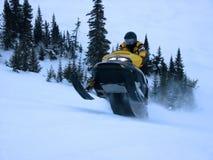 Ski-Doo prenant le saut photo libre de droits