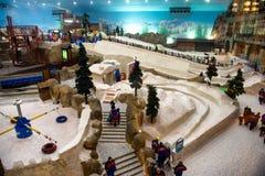 Ski Dubai är ett inomhus skidar semesterorten arkivbilder