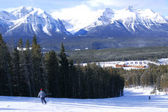 Ski en montagnes Image stock
