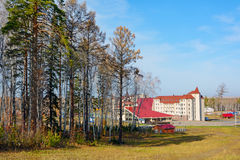 Ski en recreatief centrum in Siberië stock afbeelding