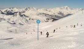 Ski?end en snowboarding op de berg van Les-boog-La Plagne, Frankrijk Royalty-vrije Stock Foto