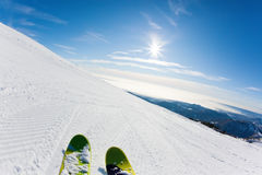 Ski fahren auf einer Skisteigung Stockbild