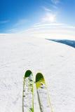 Ski fahren auf einer Skisteigung Lizenzfreie Stockfotografie