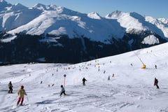 Ski fahren in das Tal 2 Stockbild