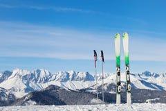 Ski fahren in den Alpen Lizenzfreies Stockfoto