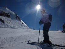 Ski fahren im Sonnenschein Lizenzfreie Stockfotos