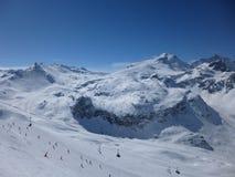 Ski fahren im Sun Stockbilder