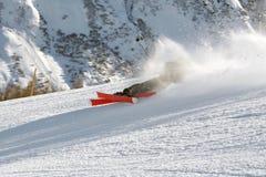 Ski fahrendes jugendlich Fallen Stockfotografie