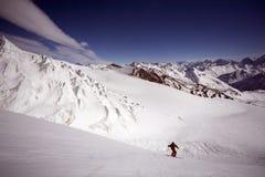 Ski freeride in den hohen Bergen lizenzfreies stockbild