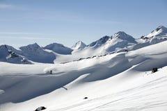 Ski freeride in den hohen Bergen lizenzfreie stockfotos