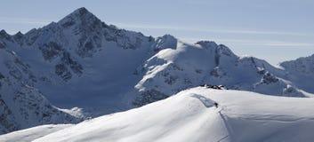 Ski freeride in den hohen Bergen stockfotos