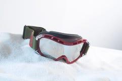 Ski Goggles op Kunstmatige Sneeuw stock foto's