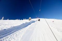 Ski-lift à parte superior da montanha Fotos de Stock Royalty Free