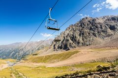 Ski Lift en été Près de Shymbulak Ski Resort Hotel à Almaty, K Photographie stock