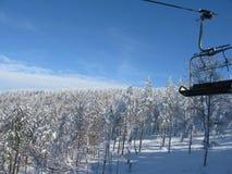 Ski-lift nel sole Fotografia Stock Libera da Diritti