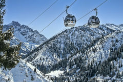 Ski-lift nell'inverno Fotografia Stock
