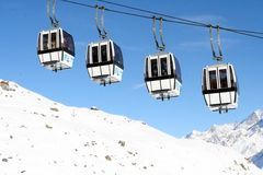 Ski lift over Matterhorn Royalty Free Stock Photos