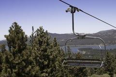 Ski Lift Ride i sommaren Arkivbild