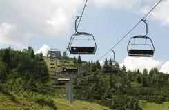 Ski Lift su Monte Zoncolan di estate Immagine Stock